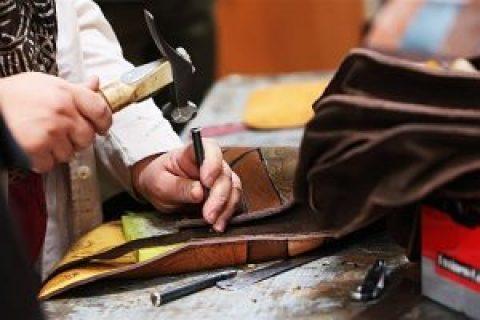 زنان فعال در یک کارگاه صنایع دستی